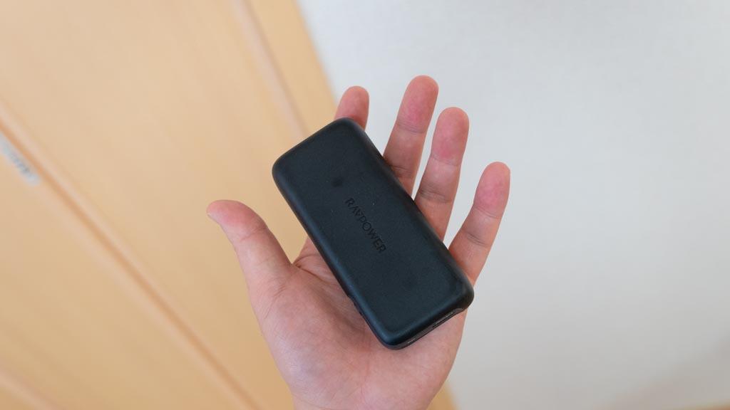 RAVPower モバイルバッテリー 手のひらサイズ