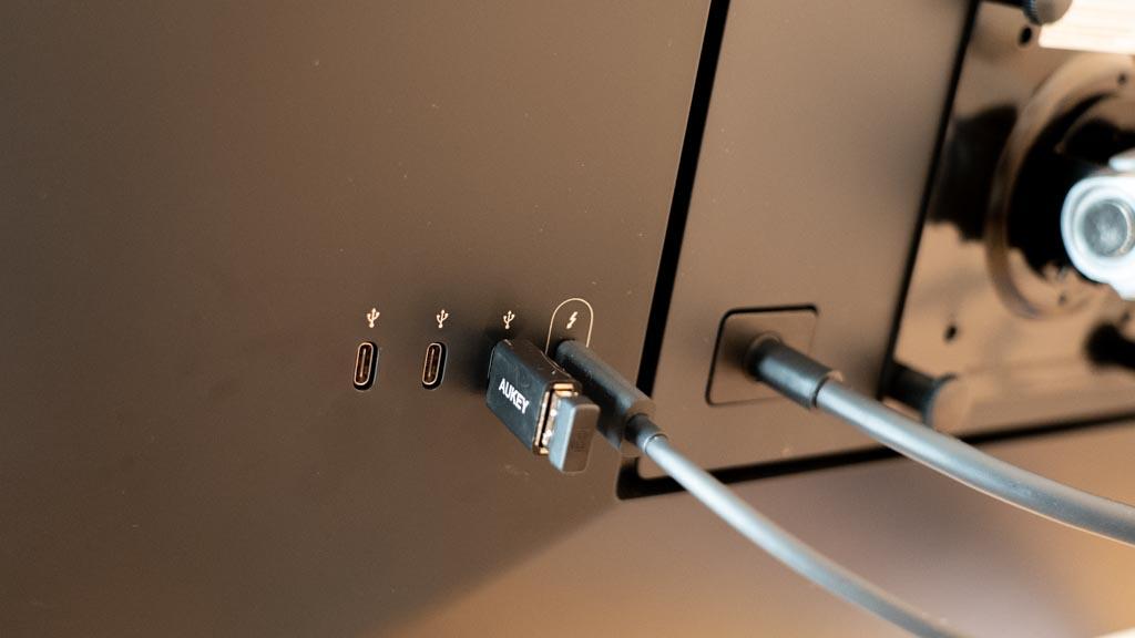 LG UltraFine 5K Display USB-Cポート