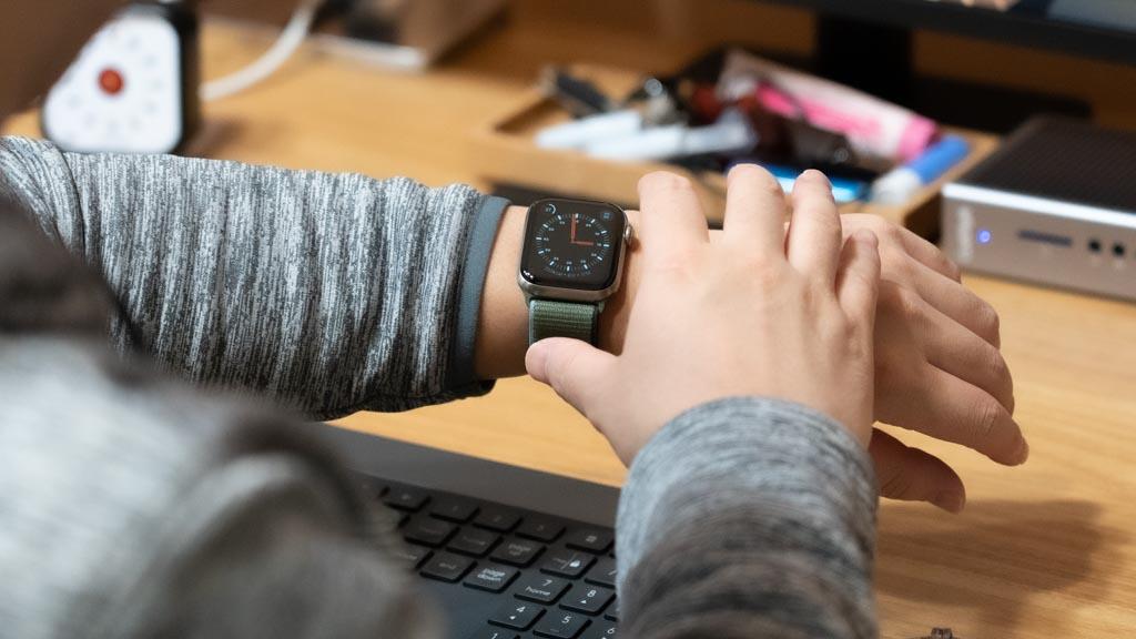 Apple Watchを手で覆って消音゜