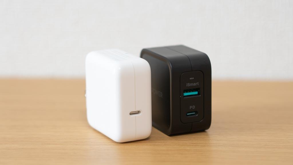 RAVPower 65W USB-C充電器とApple 30W 電源アダプタ