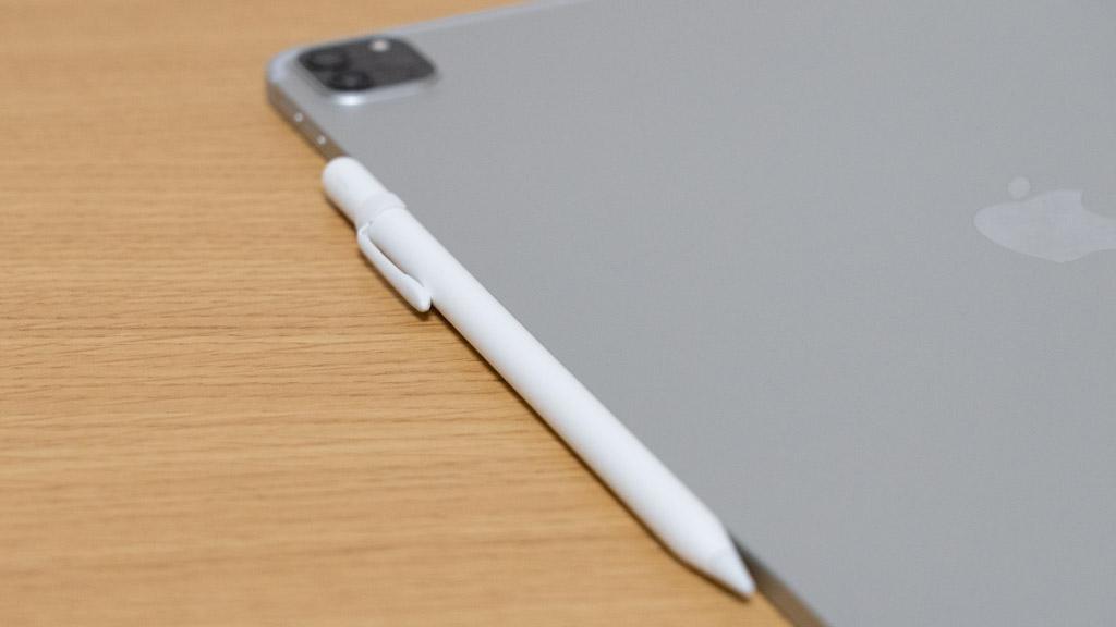 Apple Pencil iPad Pro 12.9インチにマグネットで固定