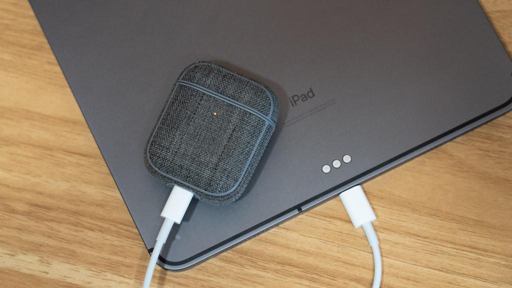 iPadのUSB-CポートでAirPodsを充電