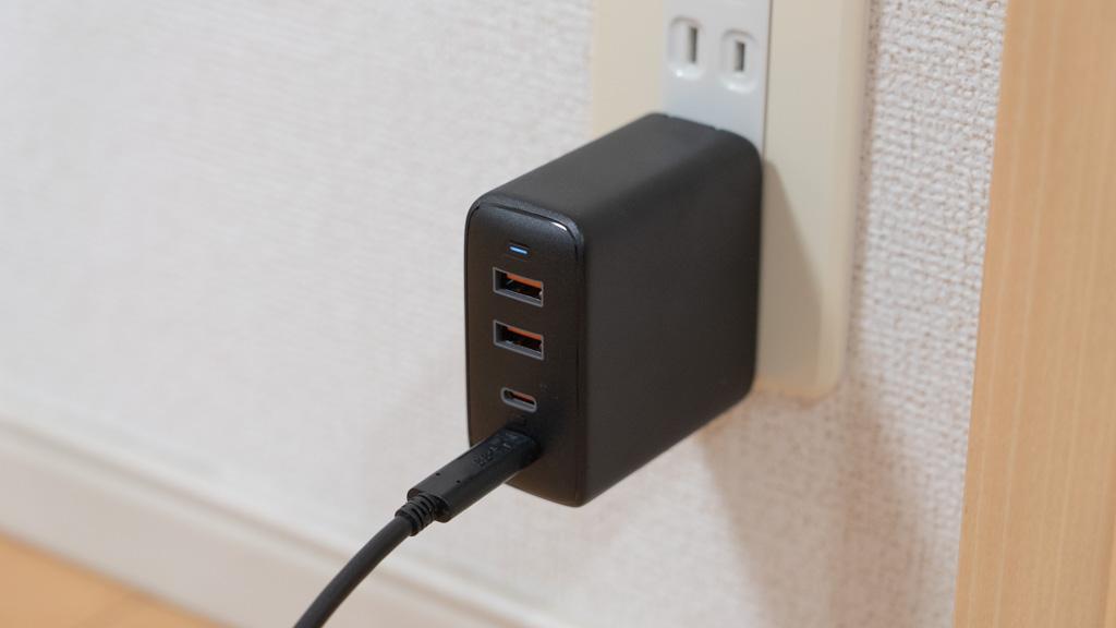 AUKEY 100 USB-C充電器 MacBookを充電