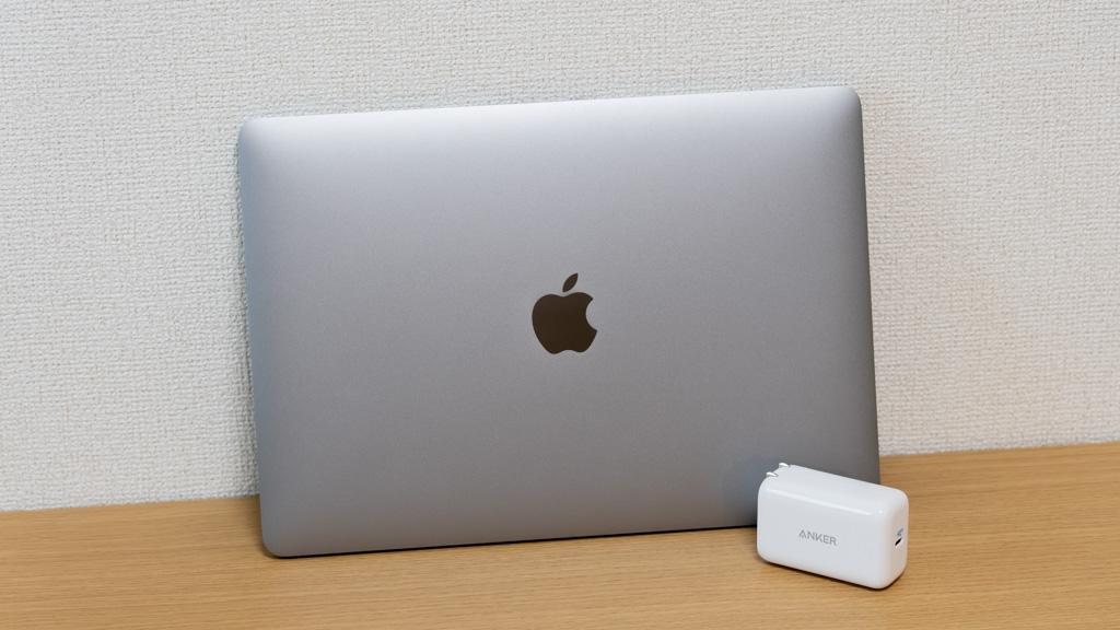 Anker PowerPort III 65W PodとMacBook Pro 13インチ