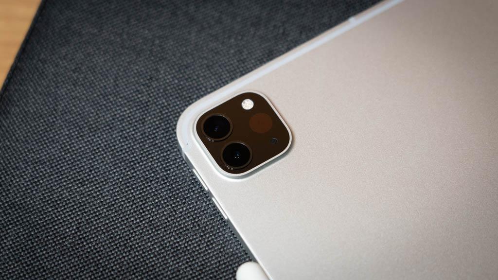 12.9インチiPad Proの2眼カメラ