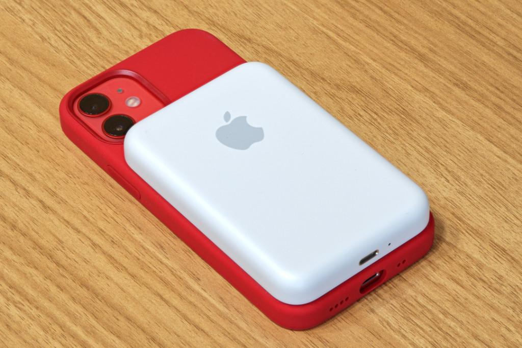 Apple MagSafeバッテリーパックをiPhone 12 miniに装着