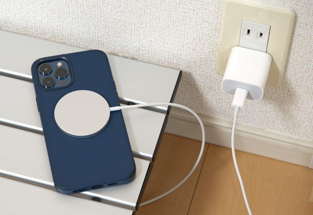 MagSafeは位置ズレの心配なく高速にワイヤレス充電できる